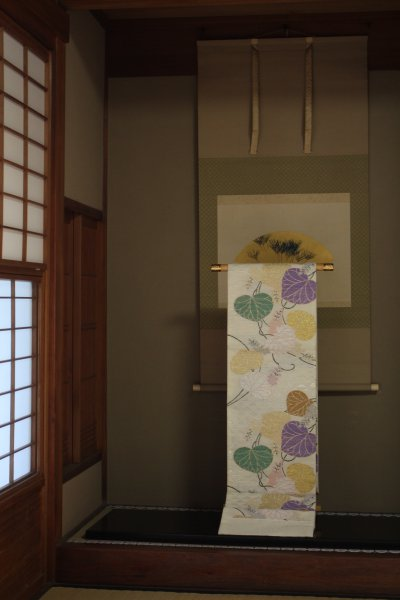上賀茂神社の御紋である二葉葵の帯